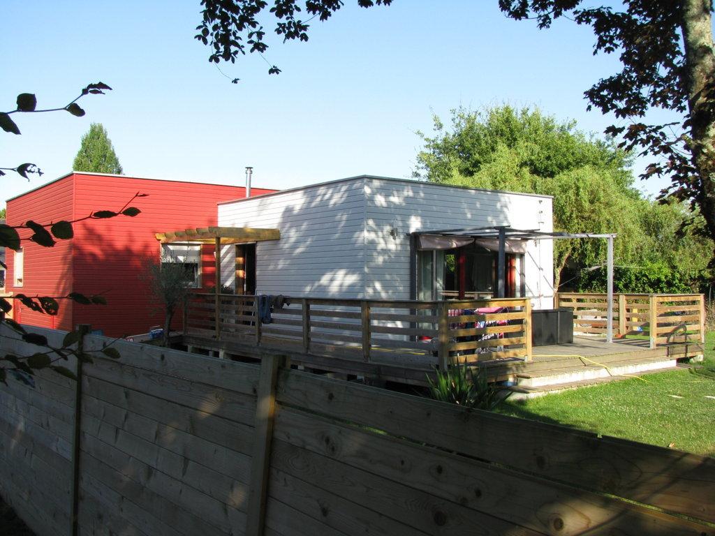 Maison individuelle de plain pied avec bardage couleur, en permis ...